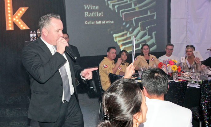 Auctioneer Fast-Talks His Way Into Success at Fundraisers